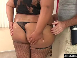 Majuscule dark-hued honey Peaches enjoy receives a orgy rubdown porn tube